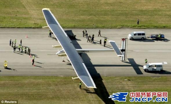 世界最大太阳能飞机首次昼夜试飞成功